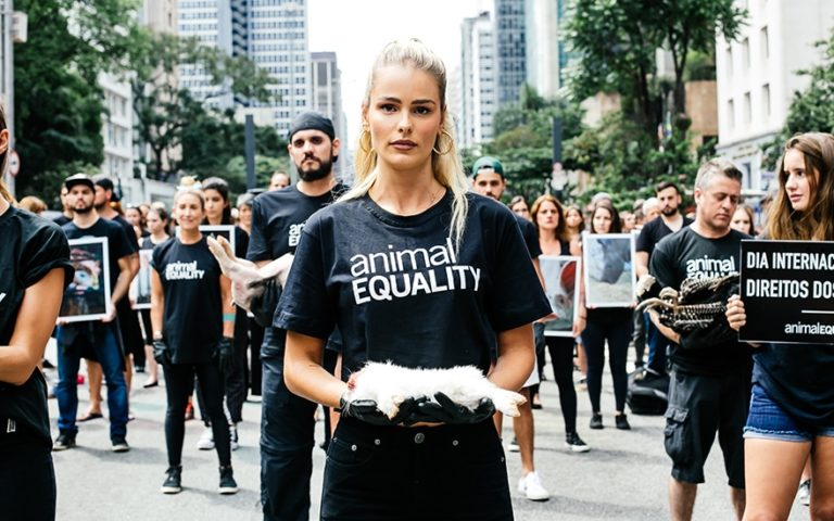 Yasmin Brunet faz belo vídeo incentivando o Vegetarianismo