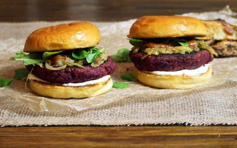 Que tal comemorar o Dia do Hambúrguer comendo um hambúrguer livre de crueldade?
